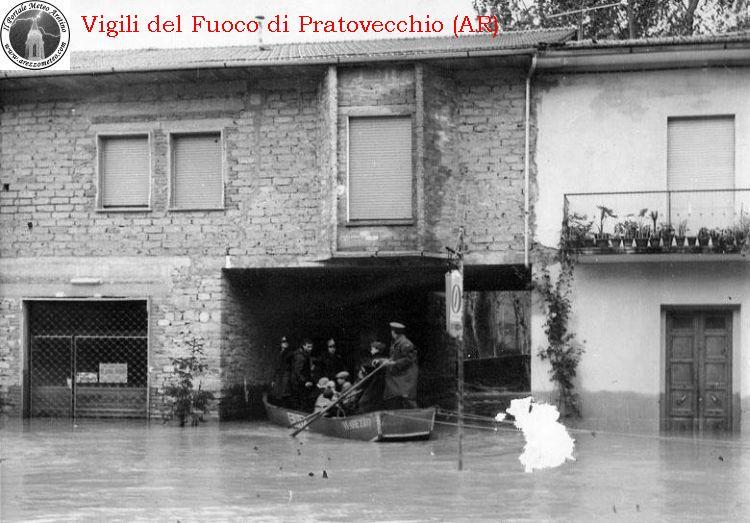 ponte-a-poppi-alluvione-novembre-1966-10