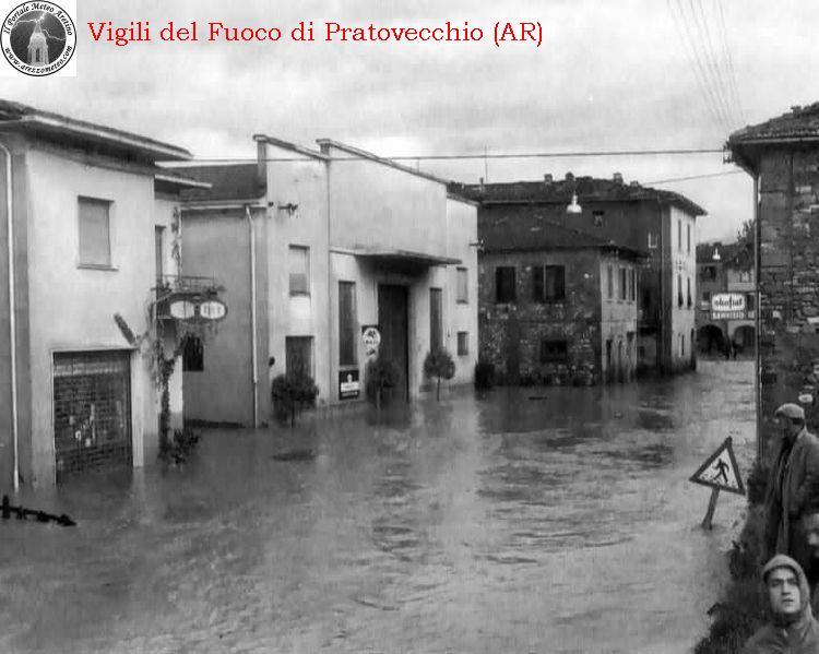ponte-a-poppi-alluvione-novembre-1966-11