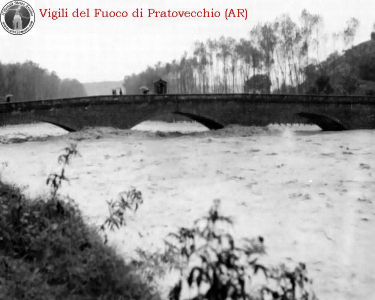 ponte-a-poppi-alluvione-novembre-1966-15
